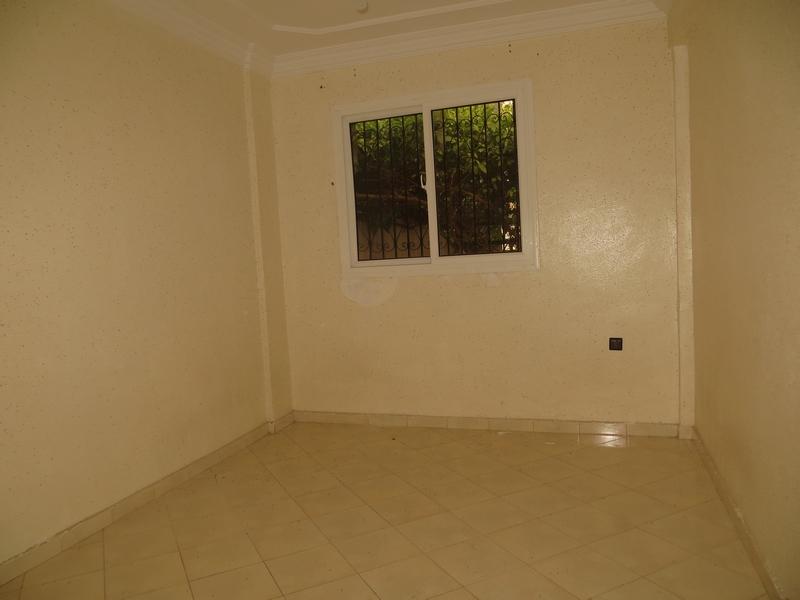 Appartement au rdc vide - LV177