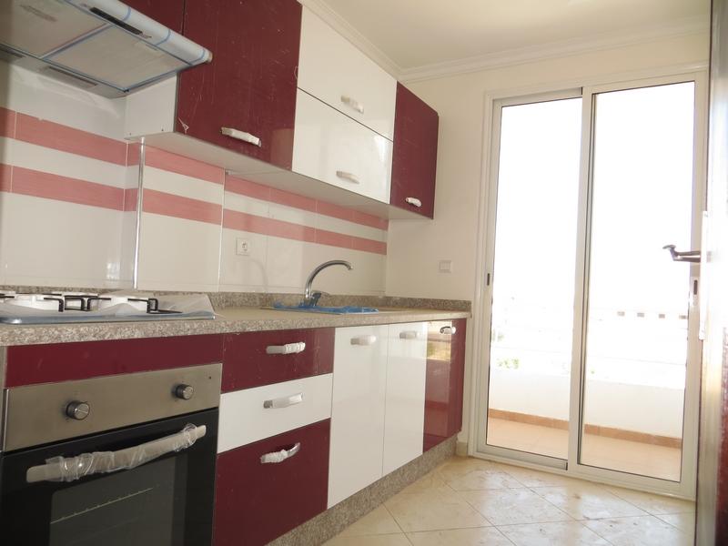 Appartement vide de 4 pièces - LV229