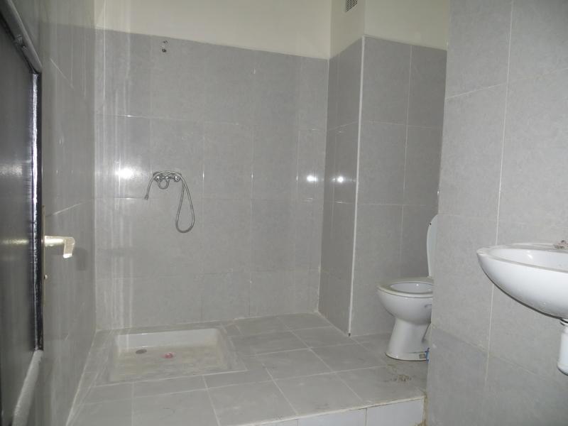 Appartement vide de 4 pièces - LV236