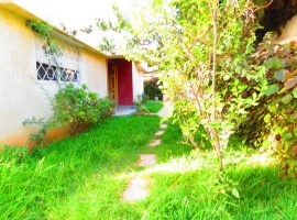 Villa avec piscine et garage - LM325