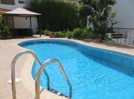 Villa meublée avec piscine - LM219