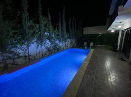 Luxueux appartement avec piscine - ALM367